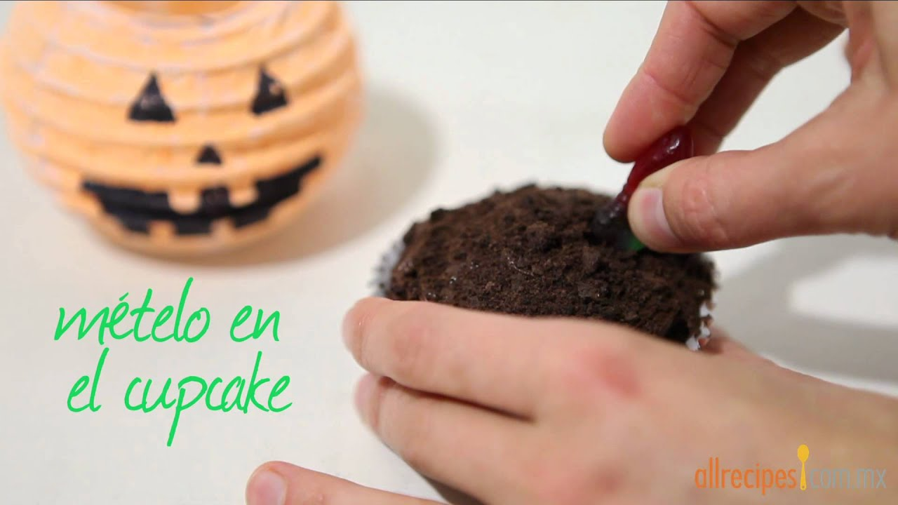 C mo decorar cupcakes para halloween youtube for Como decorar