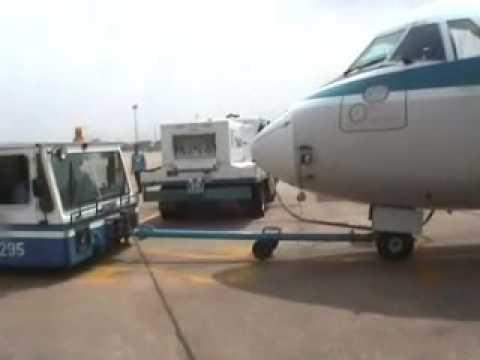 Vietman airlines riskie tyre going Cambodia 7 11 06