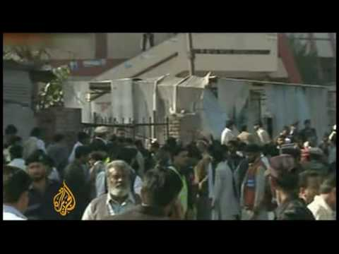 Deadly Bomb Strikes Peshawar - 19 Nov 09 video