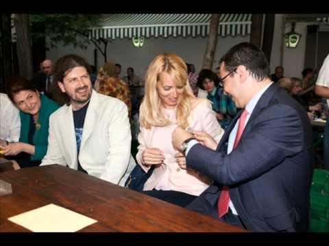 http://mondorama.info/ Un cântec pe care Daciana Sârbu îl merit� cu prisosinţ�, în aceea�i m�sur� cu Elena Ceau�escu. Secvenţa de la început a fost surprins�...