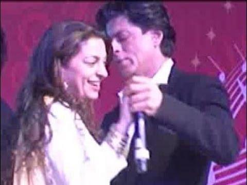 Shahrukh Khan & Juhi Chawlas candid moment