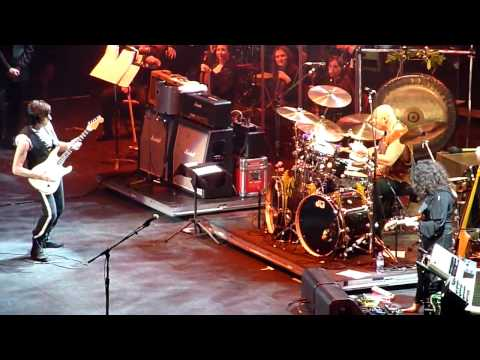 Eric Clapton&Jeff Beck Live at the Bell Centre. Montreal - Feb 22_10 - Rhonda Smith.mp4
