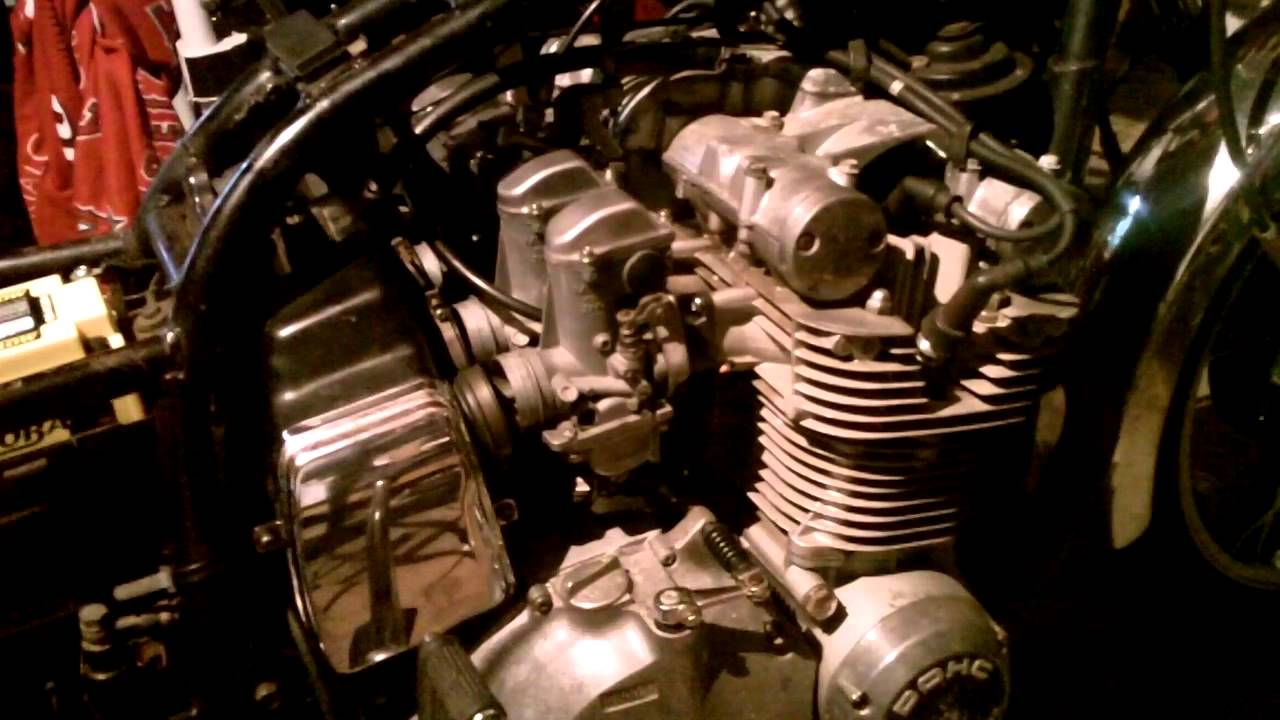 I Show You How To Take Off And Dissasemble Suzuki Gs850g Carbs Pt 1