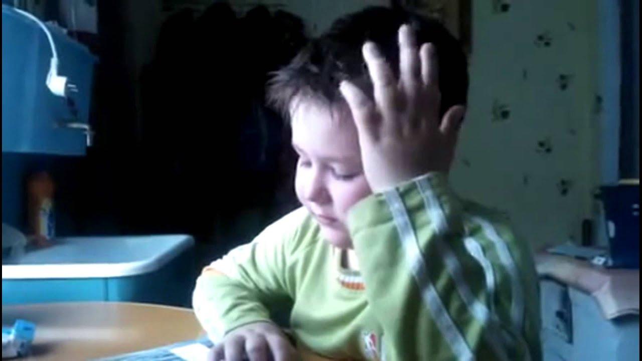 Ролик с мальчиком который учит стих