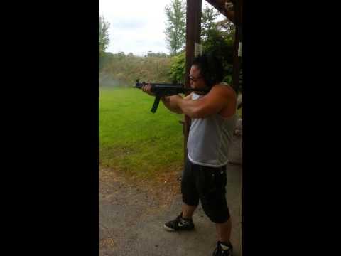 H&K MP5 Machinegun - 9mm