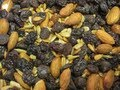 I Heart Recipes - Easy Trail Mix : Almonds, Sunflower Seeds, Chocolate,  and Raisins