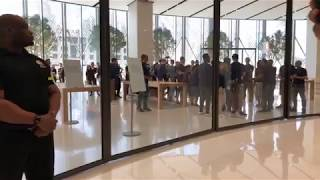 iPhone X Launch Line Apple Store in Dubai Mall!