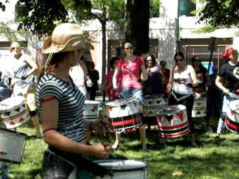 Batala - Women Percussion Band ! (raw footage)