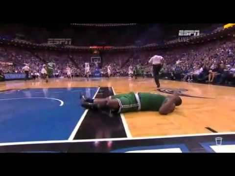 Dwight Howard knocks out Glen Davis