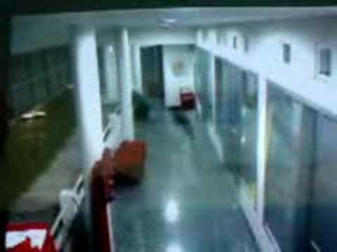 CCTV Penampakan Kuntilanak Menembus Tembok di Gd.Tertinggi di Jakarta
