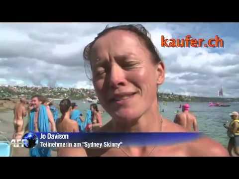 Australier ziehen blank Nacktschwimmen für die Umwelt
