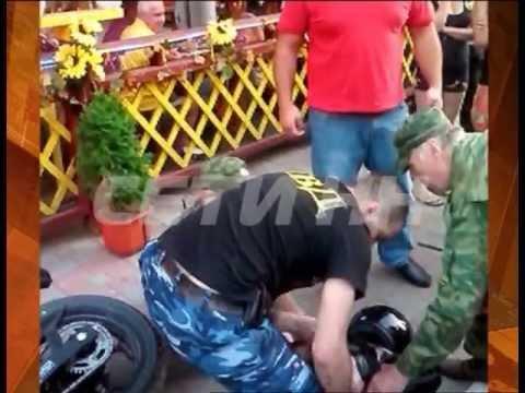 Самосуд над мотоциклистом сбившем ребенка в парке.