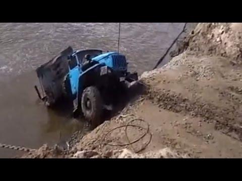 Урал с трубами утонул на переправе в Иртыше + спасение