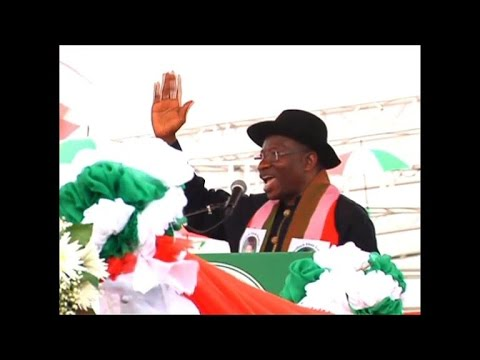 Nigeria's Goodluck Jonathan announces bid for second term