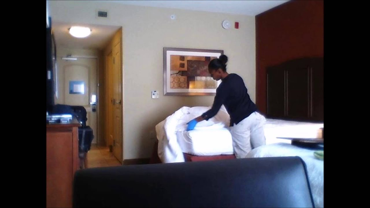 Caught Naked By Housekeeping Pics