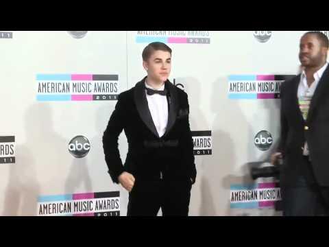 Justin Bieber & Selena Gomez Red Carpet thumbnail