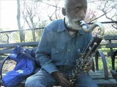 Giuseppi Logan is no longer homeless, playing bass clarinet in need of repair, Tompkins Sq. Park