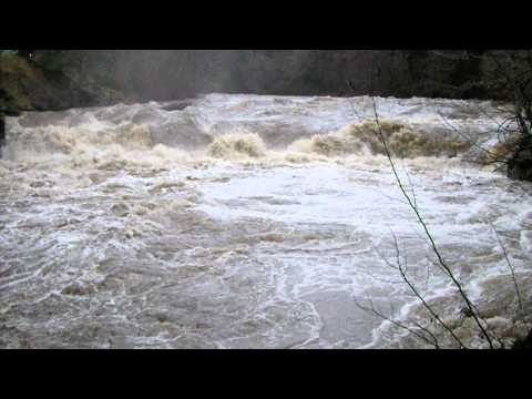 WHITE SALMON RIVER IN FLOOD
