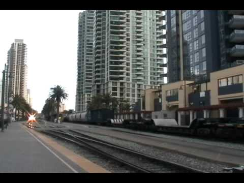 Coaster F40PH 2105, Great K5LA  Races BNSF 7715 on the DAYGO Manifest