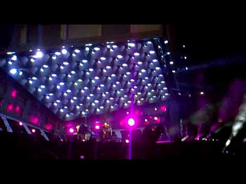 Muse Plugin baby LIVE Madrid 16 06 2010