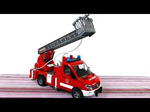 Игрушки для детей. Брудер Пожарная Машина тушит пожар, игрушки для мальчиков