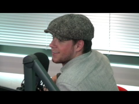 Niall Horan Reveals What He Doesn't Miss About 1D & His First Celeb Crush In The 'Confession Booth'