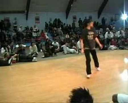 BGIRL JESS VS BGIRL 7ETA (ARENA GLADIATOR 2008) WWW.BBOYWORLD.COM Video