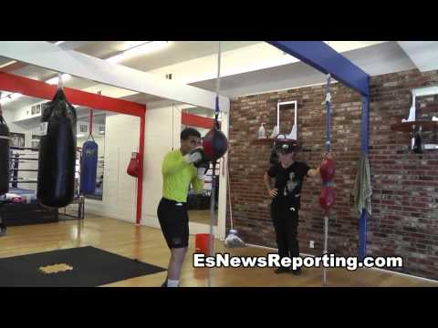 Maurice Lee showing skills on double end bag - EsNews Boxing