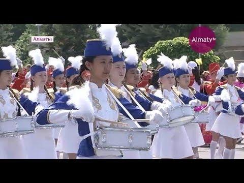 В Алматы  прошел первый в Казахстане парад детских музыкальных оркестров  (01.06.17)