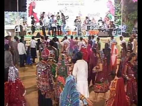 Gujarati Garba Song Navratri Live 2011 - Lions Club Kalol - Vikram Thakor - Mamta Soni Day-10 Part-1 video