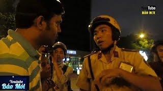 Cảnh sát giao thông nói tiếng anh như gió với người Ấn Độ bị giật túi xách - Tin Tức Mới
