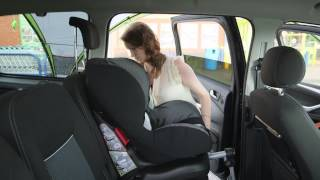 How to fit a forward-facing car seat with a seatbelt