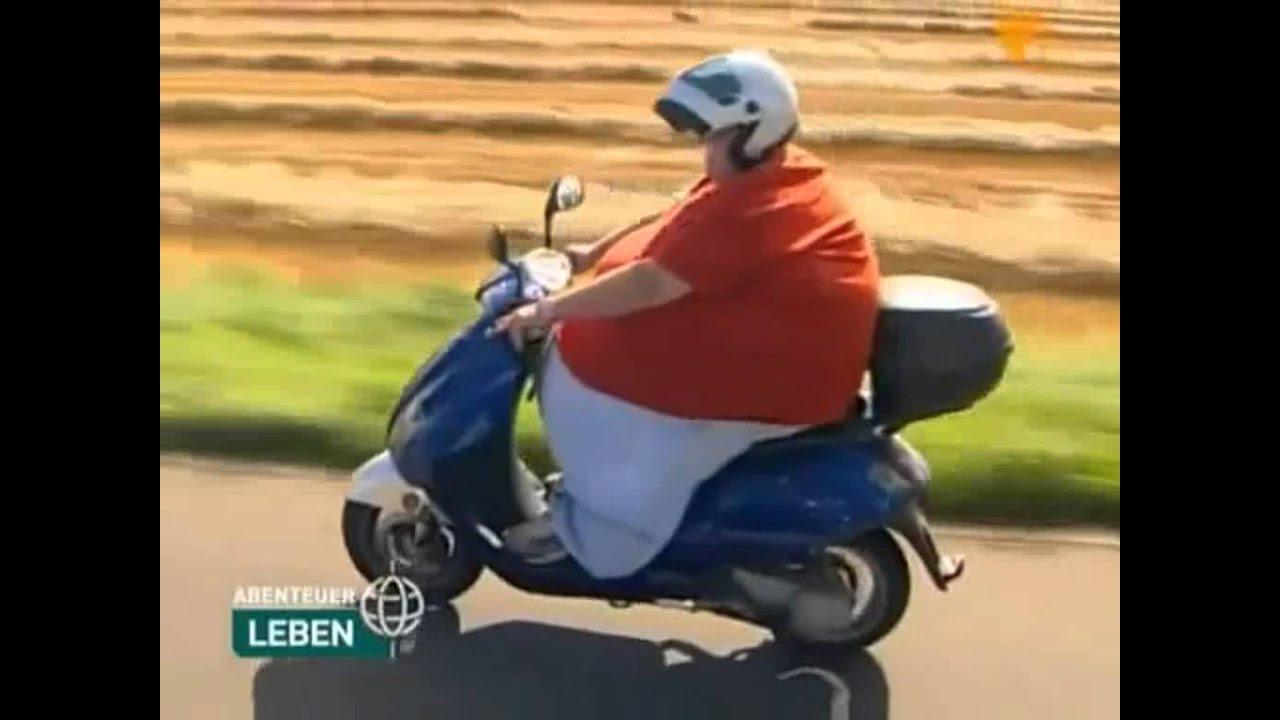 Dicke frau fährt motorroller.wmv - YouTube