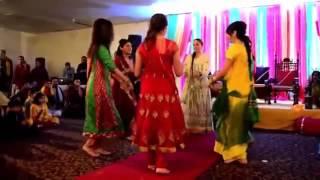Mehndi Lage Gi Tere Hath   Mehndi Night Desi Girls DANCE.mp4