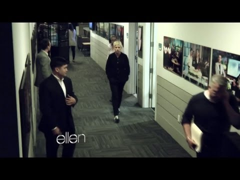 Web Exclusive: Tim McGraw Tries to Scare Ellen!