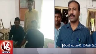 VRO Caught Red Handed To ACB While Taking Bribe | Peddapalli