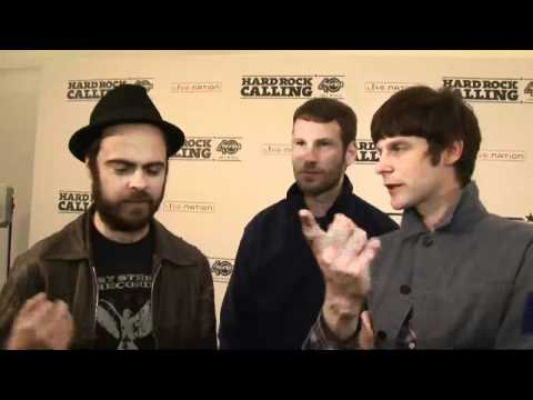 Kaiser Chiefs' Ricky crashes own band's interview