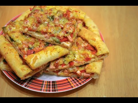Домашняя пицца в духовке. Рецепт с колбасой и сыром.