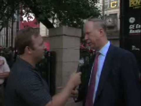 Alex Jones confronts David Gergen