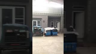Wowwwwww....teknik mengangkat genset dgn berat 4 ton memakai teknik low cost dan simple