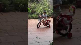 Bé xuân mai tập đi xe đạp - NGON NGON