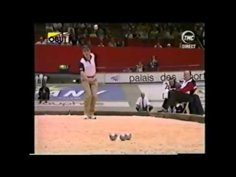 Championnats du monde de p tanque 2001 et 2002 youtube for Championnat du monde de boules carrees