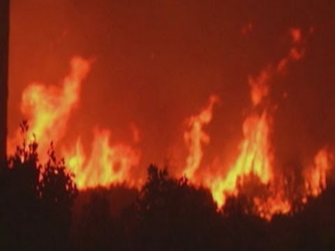 Raw: Fast-Growing Wildfire in California