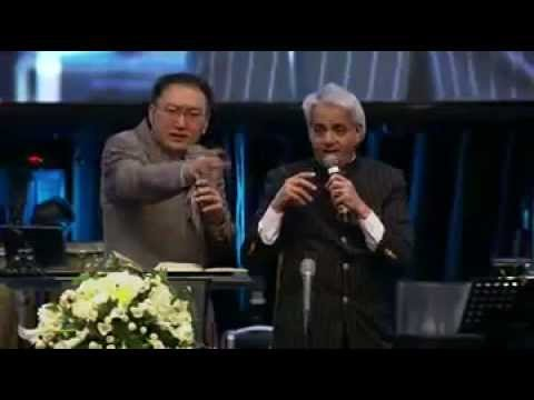 Benny Hinn Surabaya, Indonesia At Skgi 4 Juli 2013 Sore (2) Graha Bethany video