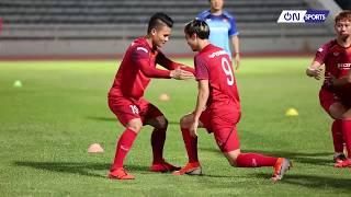 """Quang Hải và Văn Toàn làm """"nhột"""" nhau trong bài tập lạ của Đội tuyển Việt Nam"""