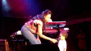 Jennifer Hudson Video - Jennifer Hudson and son -  Where You At (live in Barbados)