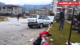Kırkağaç Otomobille Kamyonet Çarpıştı 6 Yaralı