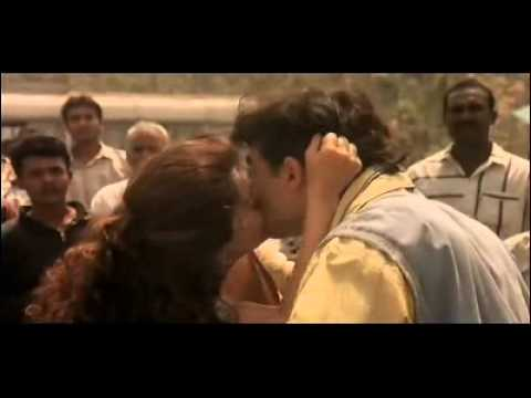 Bollywood Hot Juhi Chawla And Aamir Khan Kissing