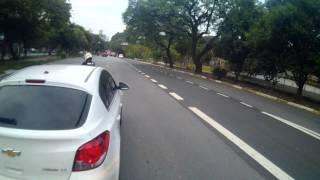 Briga entre motorista e motoqueiro