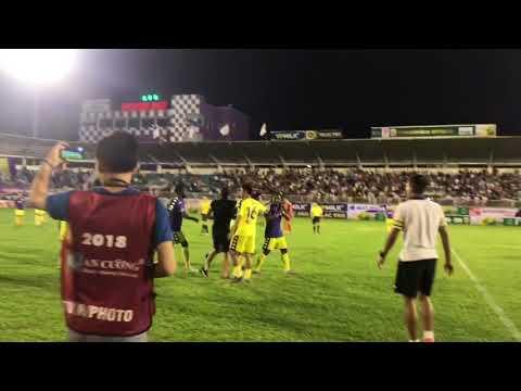 Sân Pleiku dậy sóng vì trọng tài ở trận HAGL và CLB Hà Nội